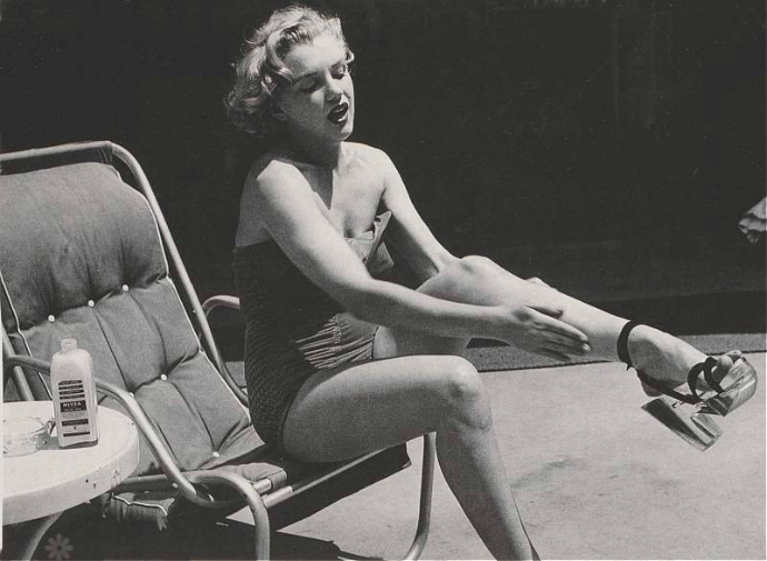 marilyn monroe with shoes