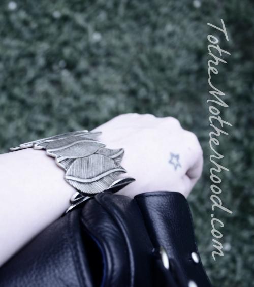 Shabby Apple Leaf Bracelet