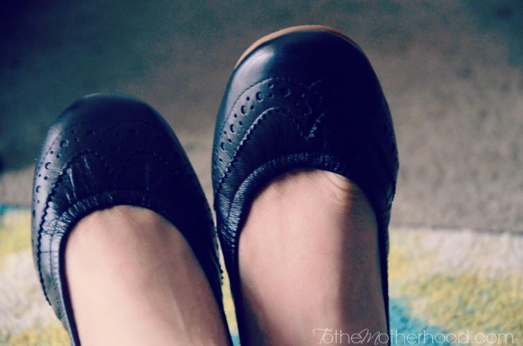 Juil Wing Tip Ballet Flats in Black