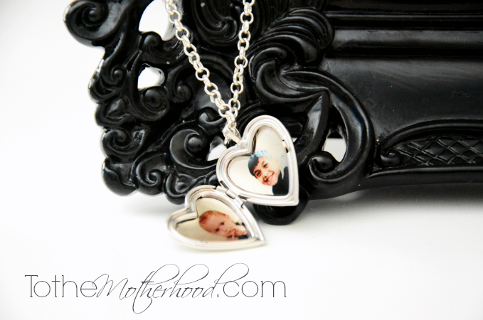 PicturesonGold Customized Locket
