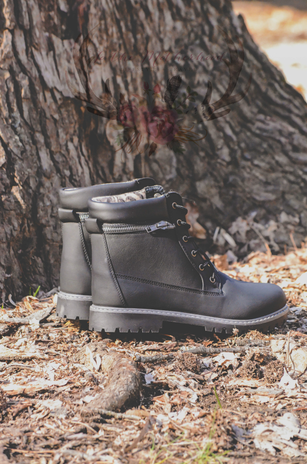 DALLAS-10 Lace Up Zipper Hiking Inspired Ankle Boot Review
