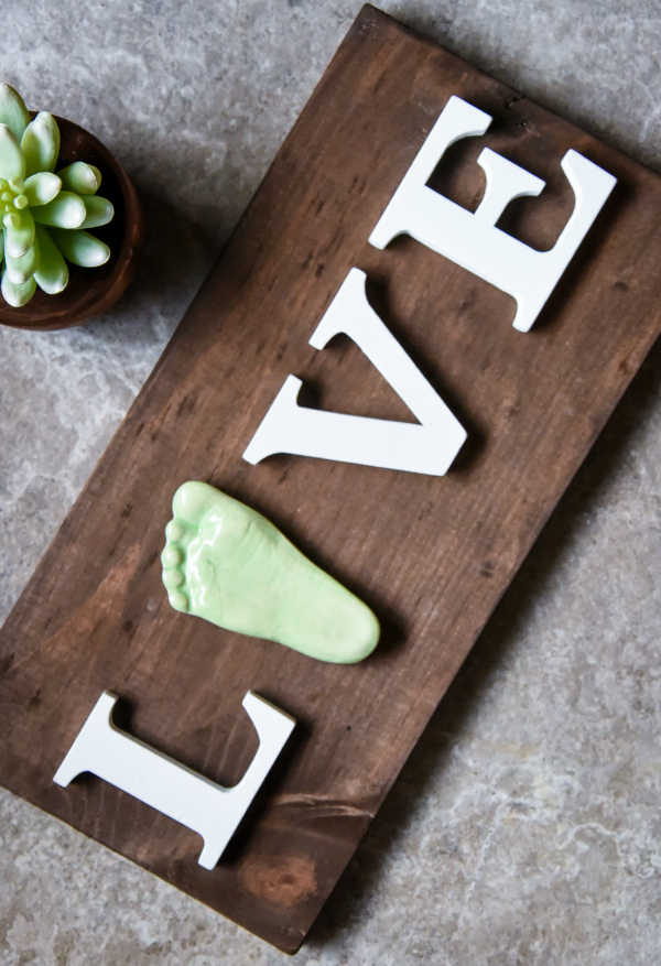 Memories in Clay Wooden Live Sign with 3D Ceramic Footprint Review